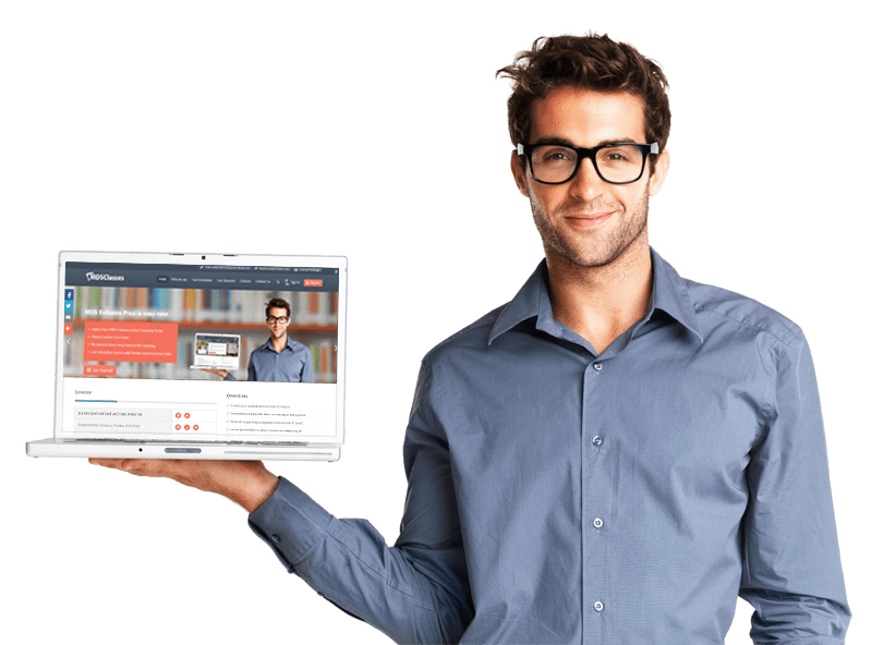 homem a segurar um computador portátil com a imagem de um website no ecrã